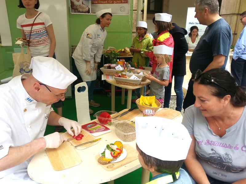 Ernährungstage: Bäcker beim Kindertag in Hochform
