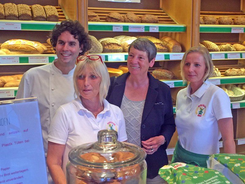 Kampf gegen Plastiktüten: Bundesministerin zu Gast bei Hercules Mühlenbäckerei