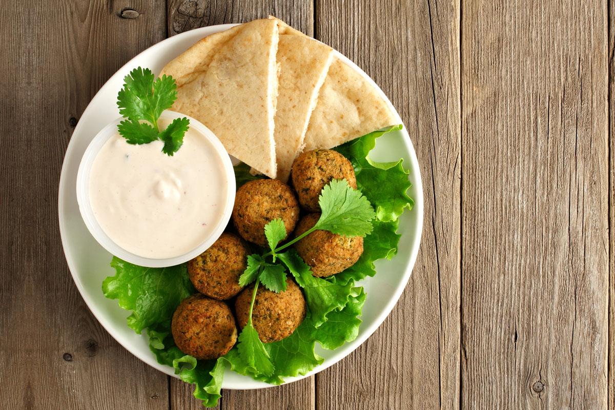 Essen verbindet: Falafel mit Tahini-Dip