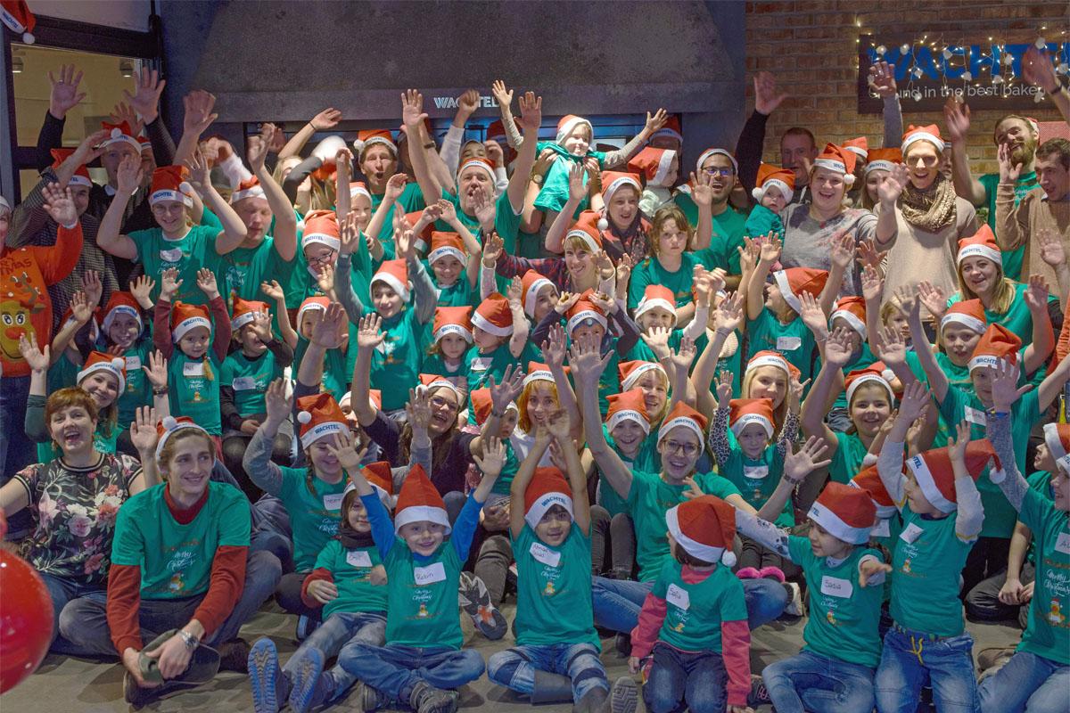 Kinder-Adventsbacken: 180 Kilo Teig für 4.500 Kekse